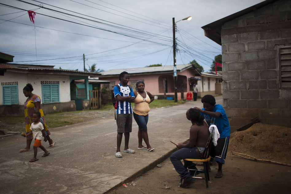 Daily life on the streets of a Garifuna community Jan. 25 in Corozal, Honduras. Various factors have contributed to a high HIV rate among the Garifuna, including poverty and migration. (Pulitzer Center)