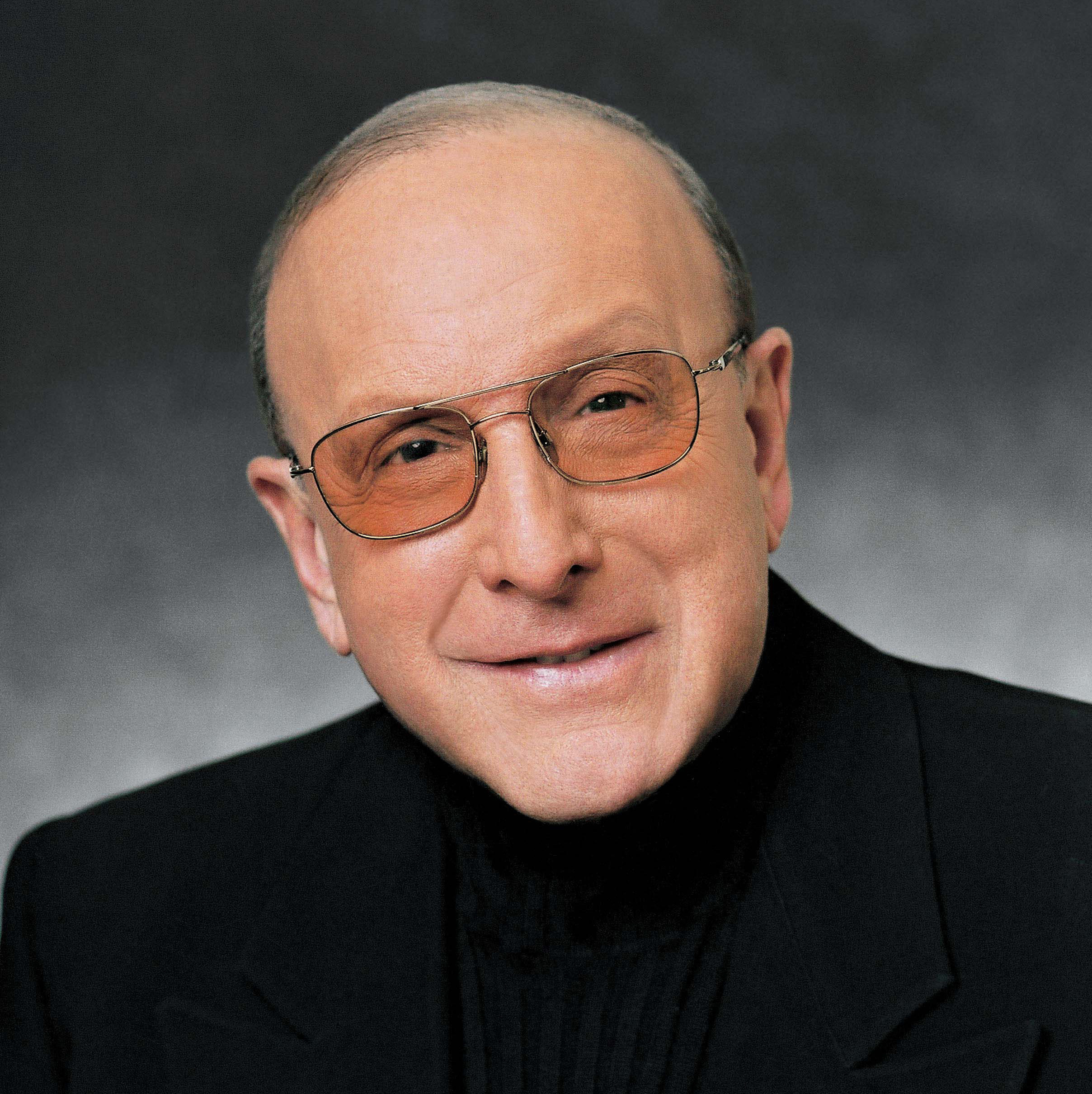During his 40-year career in the music industry, legendary record producer Clive Davis has worked with artists like Simon & Garfunkel, Aretha Franklin and Kelly Clarkson.