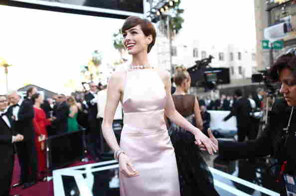 Anne Hathaway wins the best supporting actress award for her role as Fantine in Les Miserables.