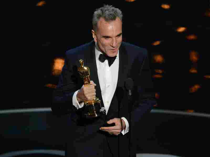 Daniel Day-Lewis accepts the Oscar for best actor in Lincoln.