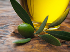 Don't hold back on the olive oil, a Spanish study concludes.
