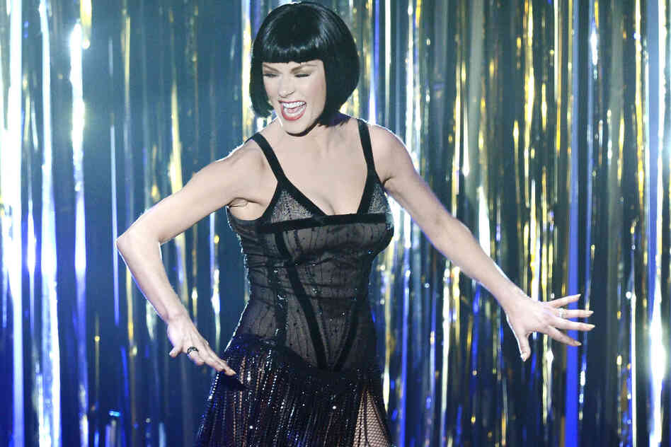 "Catherine Zeta-Jones performs a number from ""Chicago"" in a tribute performance to recent Hollywood musicals."