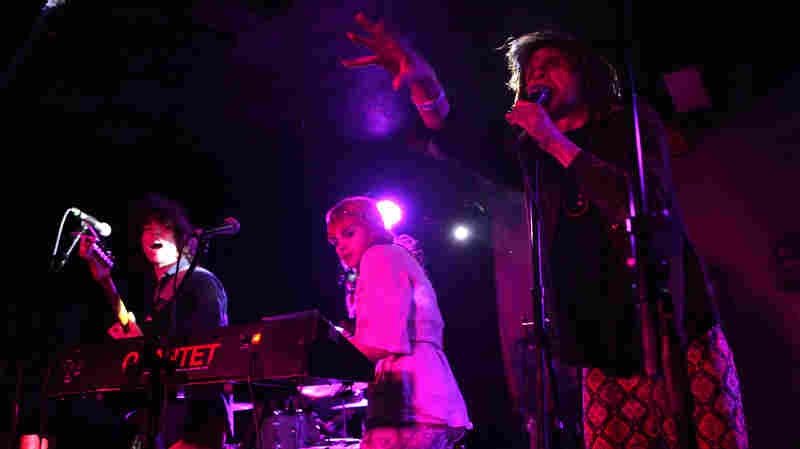 Foxygen In Concert