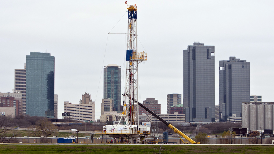 A natural gas drilling rig just east of downtown Fort Worth, Texas. A new decade-long study finds the region's Barnett Shale formation has sufficient gas reserves to last another 25 years. (David Kent/MCT/Landov/Fort Worth Star Telegram )