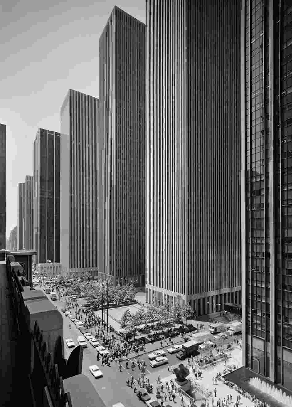 Exxon Building on Sixth Avenue, Harrison and Abramovitz, New York, N.Y., 1974