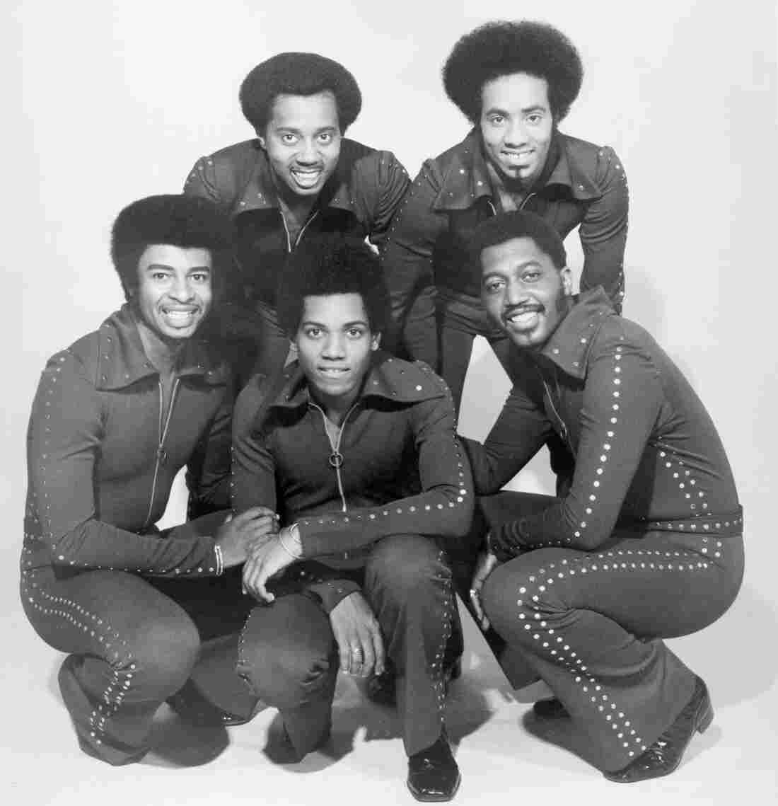 The Temptations circa 1974. They are, clockwise from the left, Dennis Edwards, Melvin Franklin, Richard Street, Otis Williams and Damon Harris.
