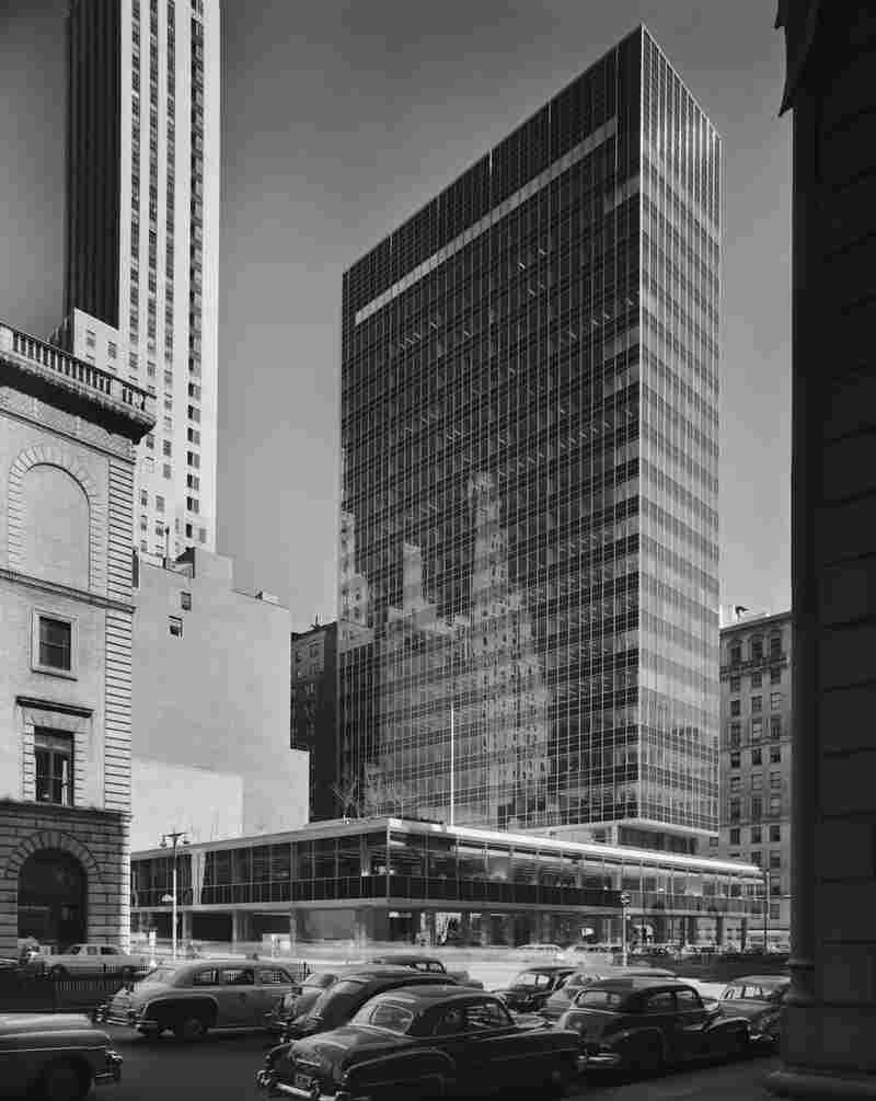 Lever House, Skidmore, Owings & Merrill, New York, N.Y., 1952