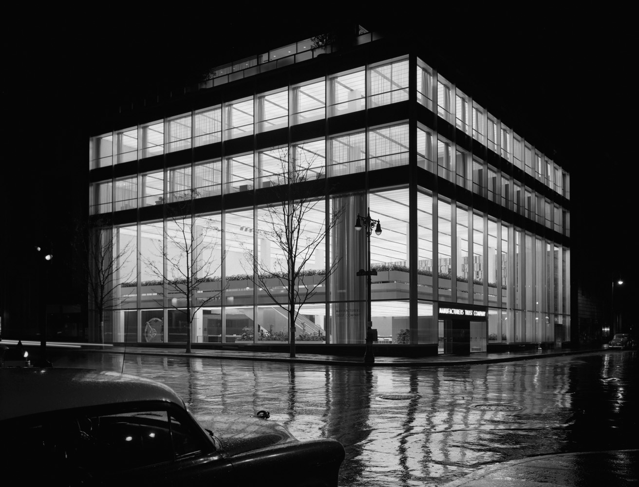 Manufacturer's Trust Company, Fifth Avenue, Skidmore, Owings & Merrill, New York, N.Y., 1954