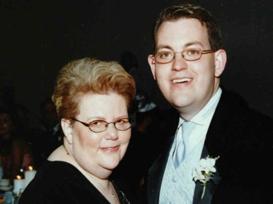Charles Ornstein with his mother, Harriet Ornstein, on his wedding day, weeks after she was mugged in a parking lot and knocked to the pa
