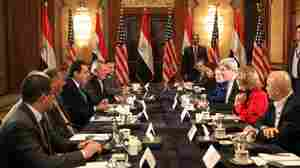 Amid Egypt's Divisive Climate, Kerry Urges Economic Action