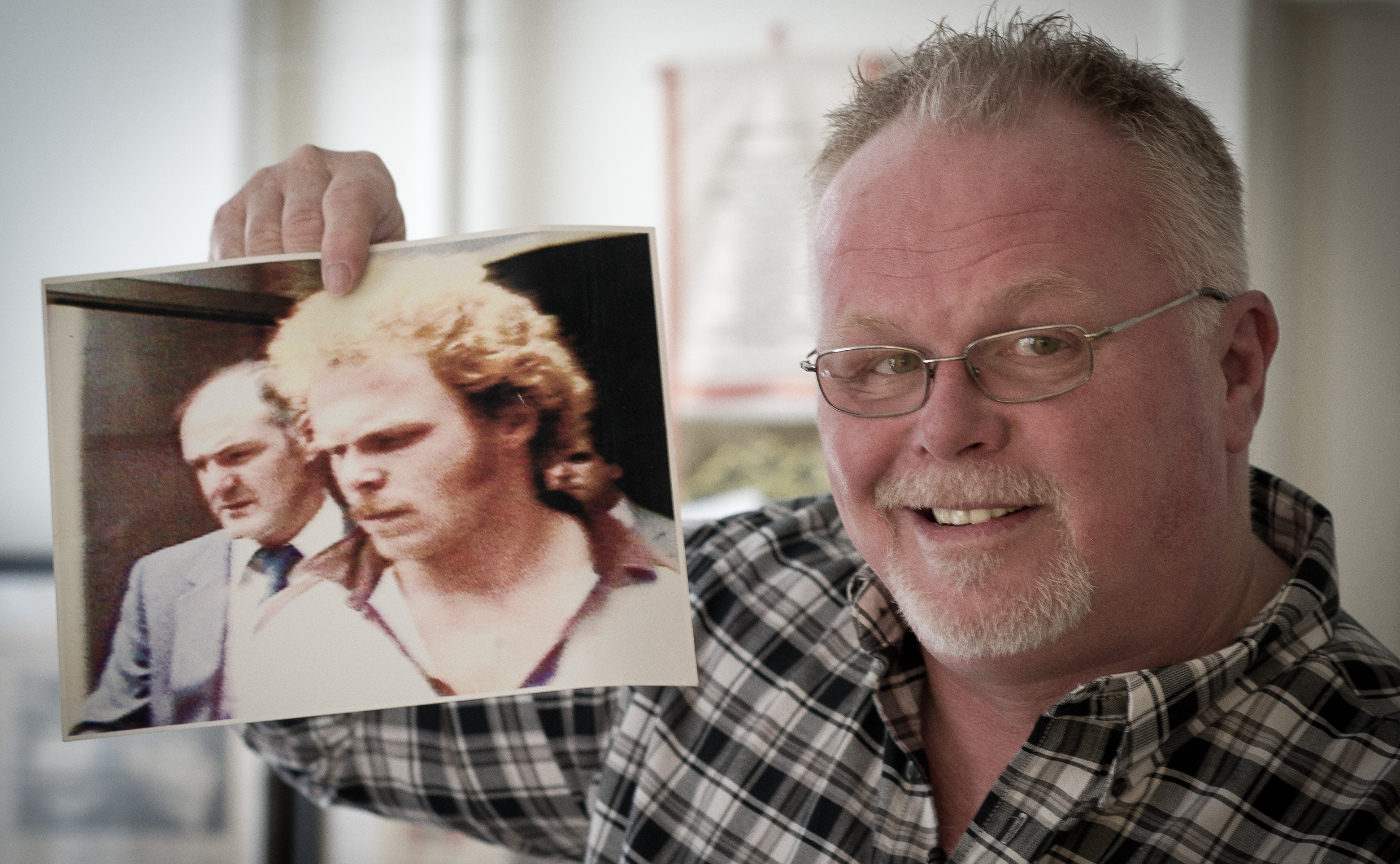 Kirk Bloodsworth was the first person in the U.S. to be exonerated by DNA evidence after receiving the death sentence. Convicted in 1985 of the rape and murder of a young girl, he was released in 1993.