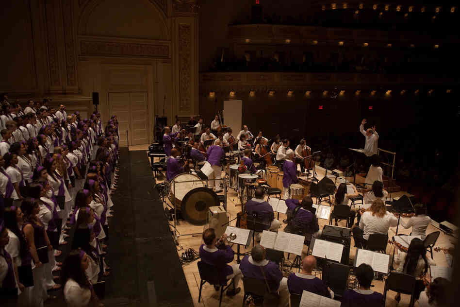 Conductor Robert Spano led a cast of some 195 musicians, including several choirs. Golijov's updated Passion, from 2000, seamlessly combines elements of western choral music, western orchestral instruments and deep folkloric Latin American rhythms, instruments and dances.