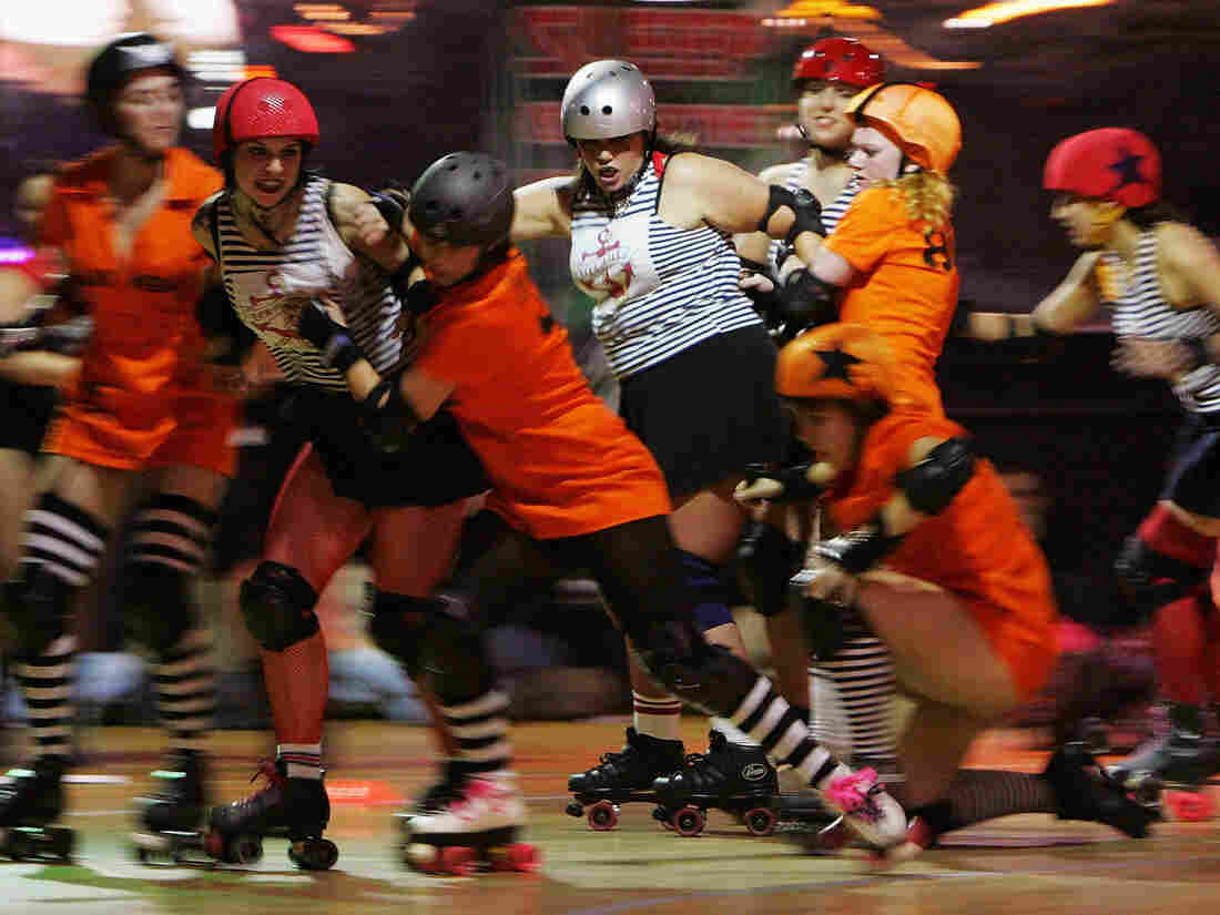 Roller derby teams Brooklyn Bombshells and the Manhattan Mayhem get tangled up in a New York City bout in