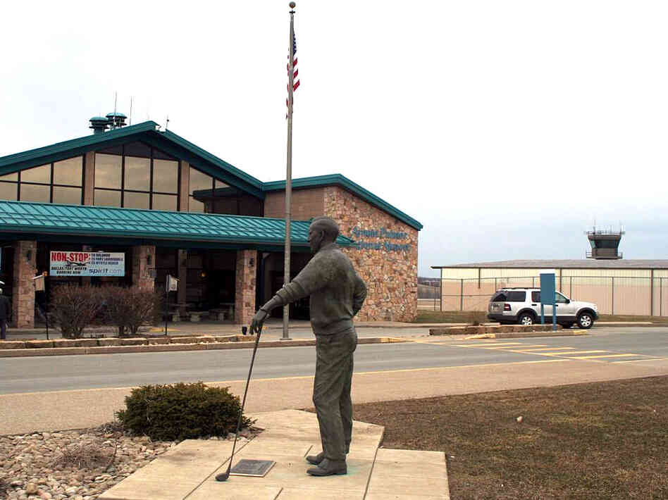 A statue of golf legend Arnold Palmer stands outside Arnold Palmer Regional Airport in Latrobe, Pa.