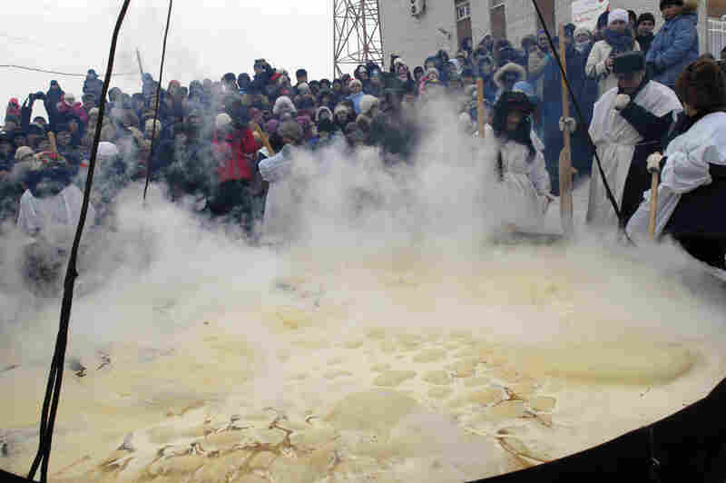 Residents of the Russian town of Yalutorovsk attempted to make a record-breaking pancake during 2011 celebrations of Maslenitsa. For several years, Yalutorovsk's residents have made a huge pancake for Maslenitsa to apply for entry into the Guinness Book of World Records, but they've failed to turn it over.