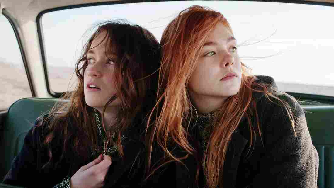 Rosa (Alice Englert) and her sometime best friend Ginger (Elle Fanning) are nearly torn apart by the political and social changes of the 1960s.