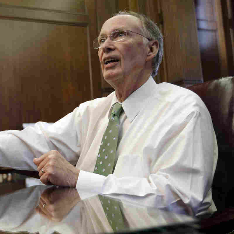 Alabama's Governor Signs Education Bill Allowing School Choice