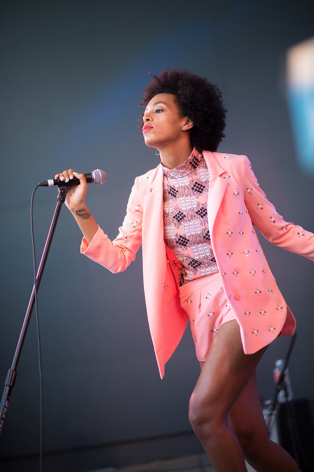 Another shot of Solange at Stubb's because, hey, that's a statue in the making.