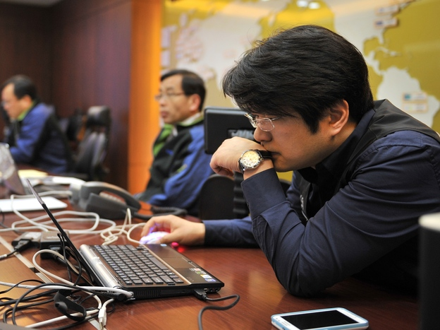 Members of the Korea Internet Security Agency (KISA) check on cyberattacks Wednesday.