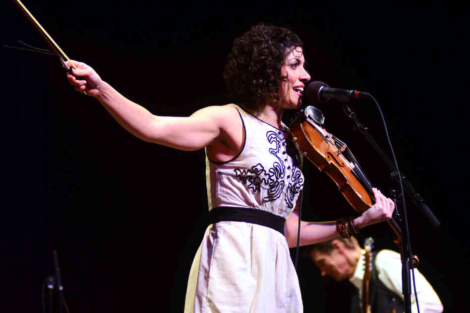Carrie Rodriguez performs live on M