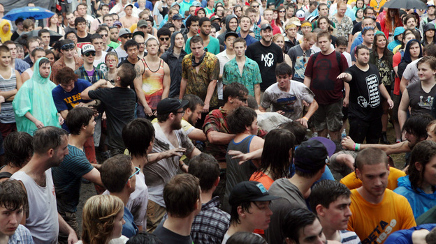 Mosh Pit Math: Physicists Analyze Rowdy Crowd