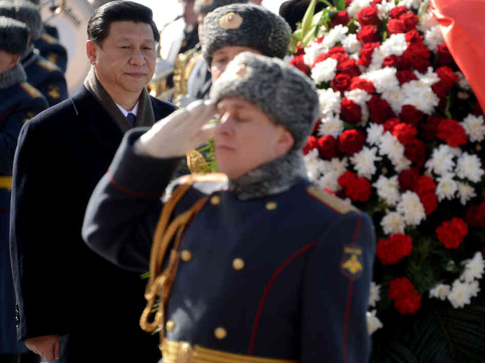 Chinese President Xi Jinping lays a wreath at the Tomb of the Unknown Soldier in Moscow on Friday.