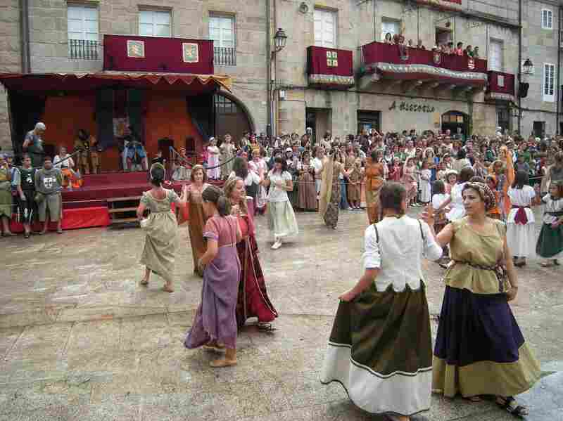 In 1994, Ribadavia began hosting Festa da Istoria, an annual celebration of its Sephardic Jewish heritage.