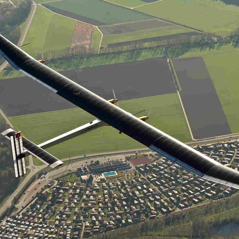 Solar-Powered Plane Uses Its Lightness To Fly In The Dark
