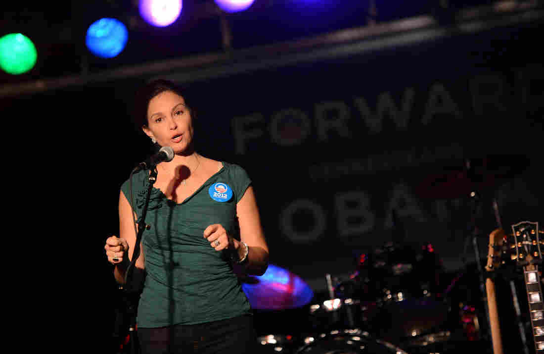 Actress Ashley Judd addresses the crowd during a 2012 Tennesseans For Obama Benefit  in Nashville, Tennessee.