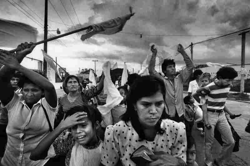 During the rebel offensive in November 1989, civilians in a zone held by insurgents flee their working-class barrio after three days of aerial bombing by the Salvadoran air force in Soyapango, El Salvador.