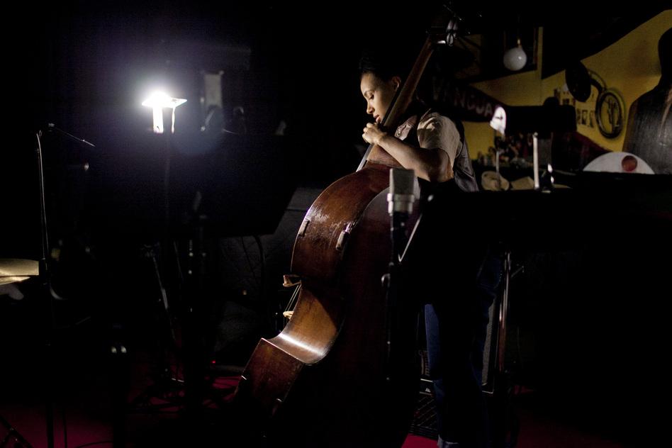 Esperanza Spalding at soundcheck. (johnrogersnyc.com)
