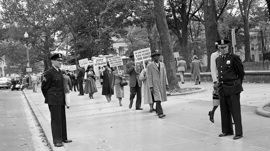 Officers stand by in 1955 as religious leaders from Chicago demonstrate outside the White House in Washington over the murder of 14-year-old Emmett Till. (AP)