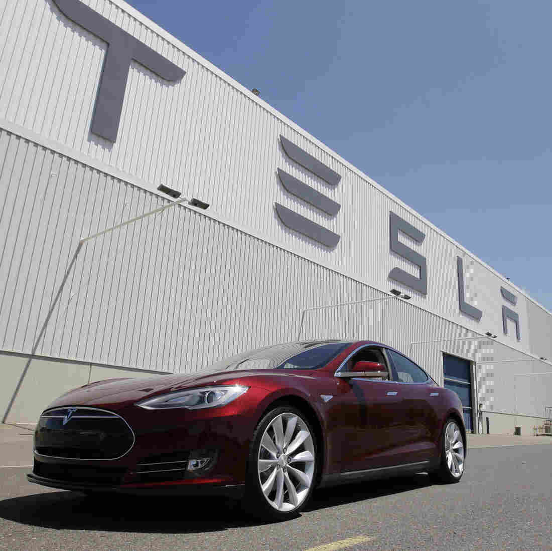 Electric Car Maker Tesla Will See First Quarterly Profit
