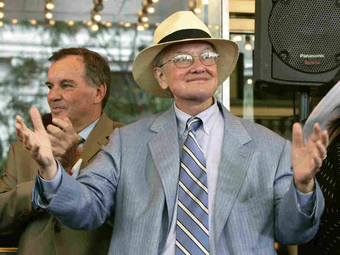 Film critic Roger Ebert acknowleges the applause of those gathered to pay tribute to him at the historic Chicago Theatre on July 18, 2005.