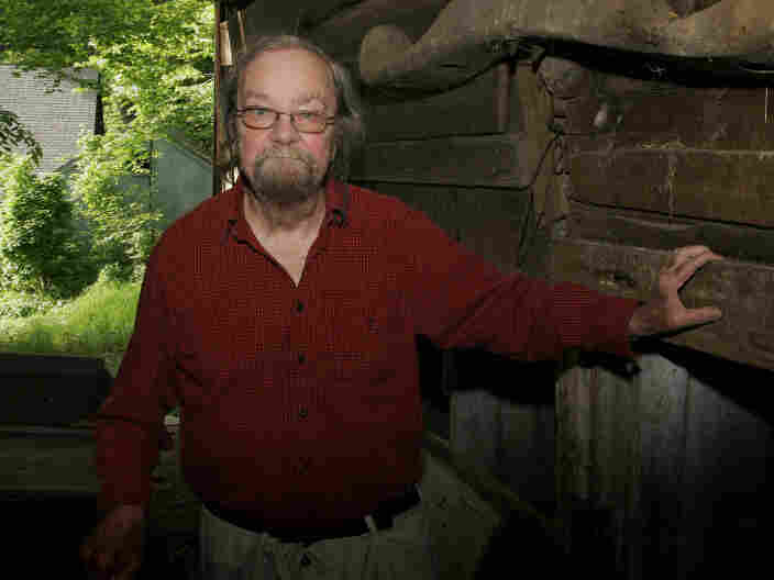 Donald Hall. Photo credit: Jim Cole/AP.