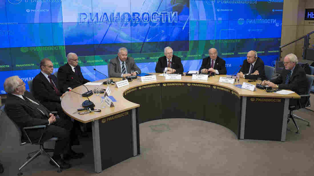 Former U.S. and Russian diplomats gather at RIA Novosti in Moscow on Tuesday. From left: former Russian or Soviet ambassadors to the U.S. Vladimir Lukin, Alexander Bessmertnykh and Viktor Komplektov; Sergei Rogov, director of the Institute of USA and Canada; and former U.S. ambassadors to Russia James Collins, Jack Matlock, Thomas Pickering and John Beyrle.