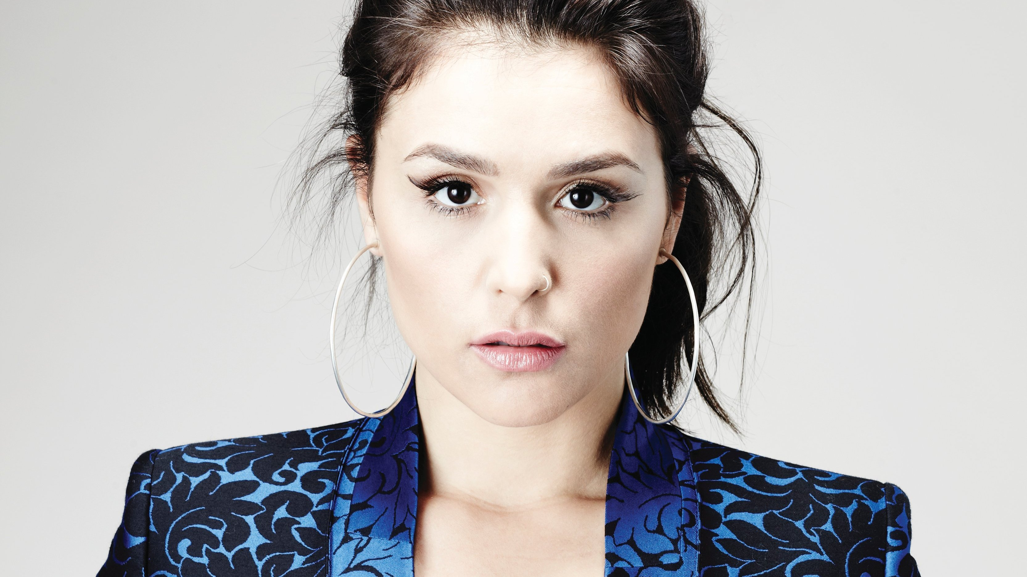 The 32-year old daughter of father John and mother Helena, 166 cm tall Jessie Ware in 2017 photo