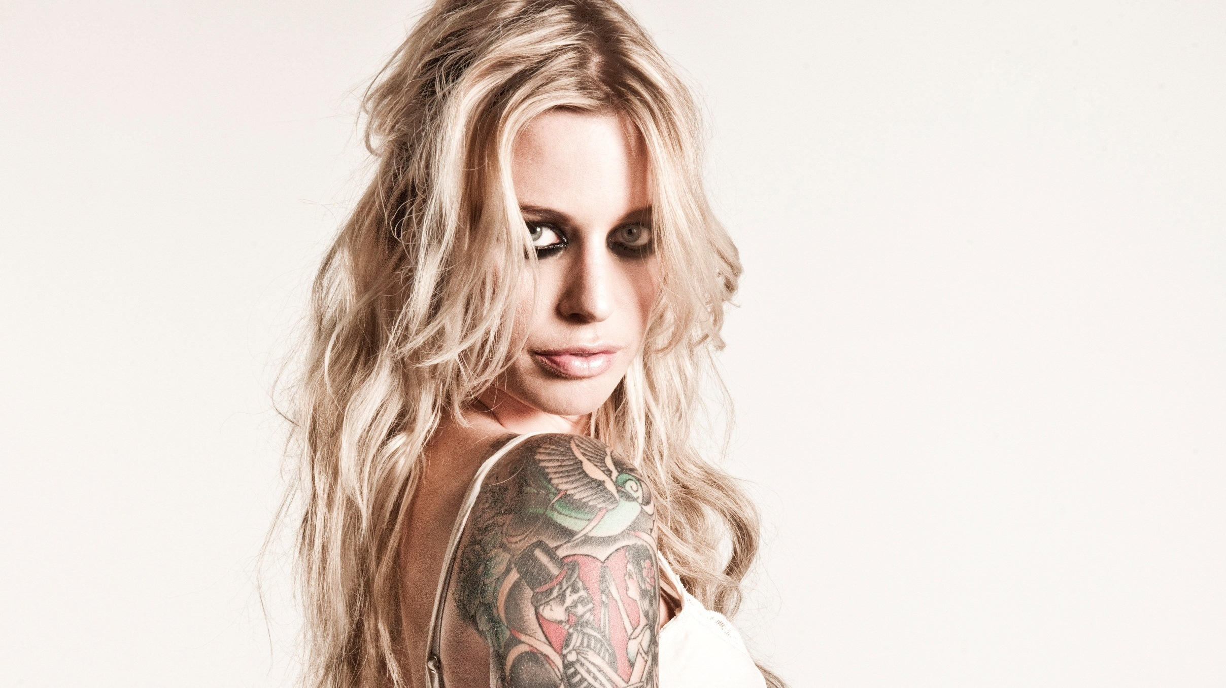 gin wigmore a brush with james bond unveils a singular  gin wigmore holding on to hell adobe.php #1