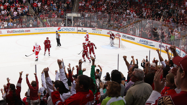 Fans cheer after Martin Hanzal of the Phoenix Coyotes scores an empty-net goal against the Detroit Red Wings in Glendale, Ariz., on April 4. (Getty Images)