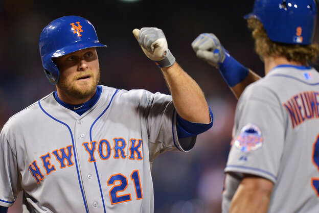 The Mets' Lucas Duda celebrates a homerun against the Phillies with Kirk Nieuwenhuis on Wednesday.