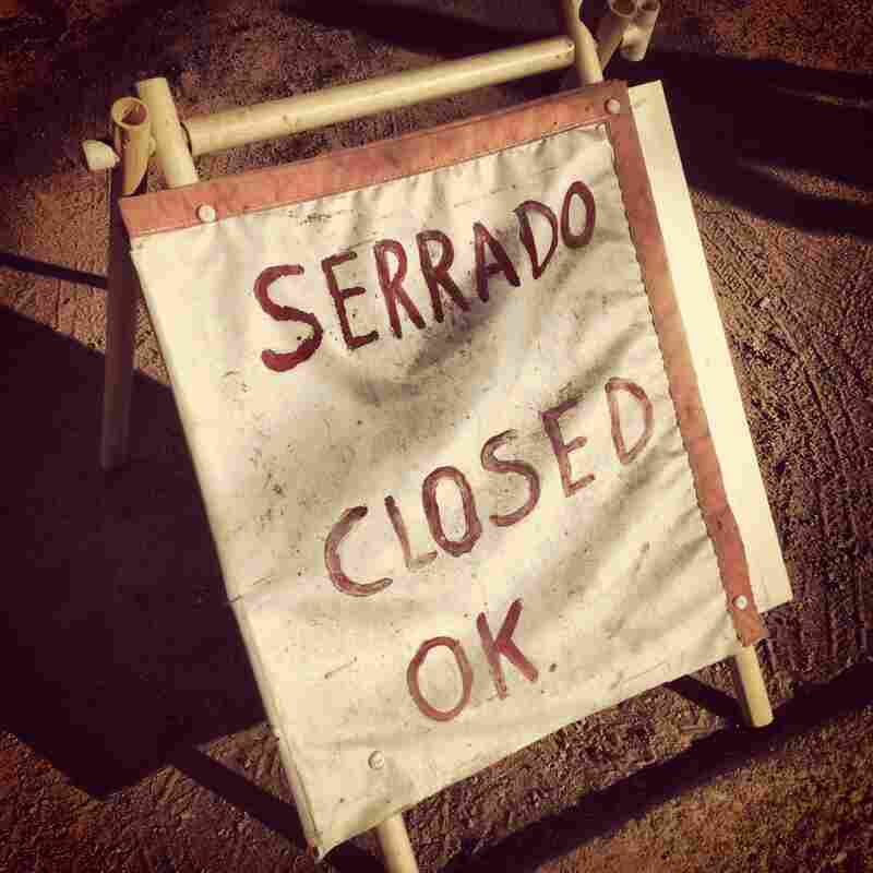 "A sign in front of an ice vendor in Echo Park, Los Angeles. The Spanish word ""cerrado"" (closed) is misspelled. In a city where much of the Spanish-speaking immigrant population has limited education, it's not surprising that one encounters misspelled Spanish signs everywhere."