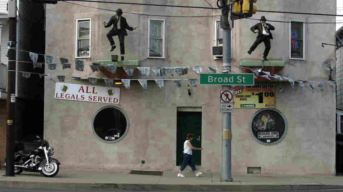 """Roads End bar on Broad Street in Hazleton, Pa., displays a sign in 2007 that reads """"ALL Legals Served."""" Longtime residents of the city are divided over the recent influx of Spanish-speaking immigrants."""