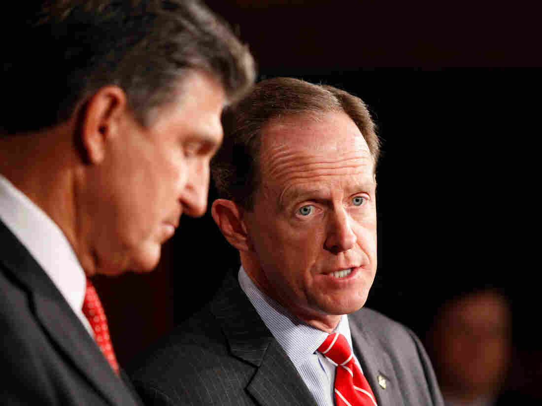 Left to right: Senators Joe Manchin (D-W.Va.) and Pat Toomey (R-Pa.) as they unveiled their plan on background checks of gun purchasers.