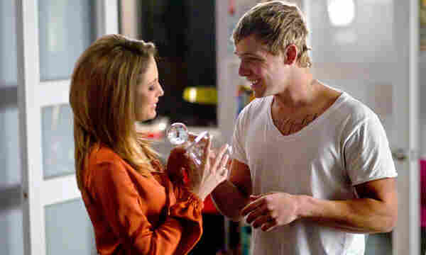 In a loosely connected storyline, the relationship between an investigative journalist (Andrea Riseborough) and a young digital sex worker (Max Thieriot) grows increasingly complicated as the twisted plot of Disconnect unwinds.