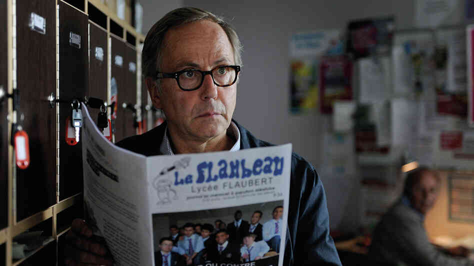 Bored high school English teacher Germain (Fabrice Luchini) encourages a talented student to exploit a classmate's family for literary inspiration.