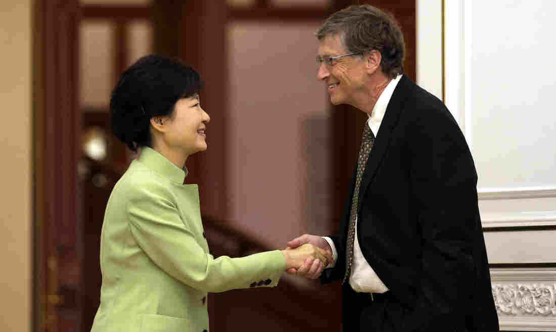 This handshake between South Korean President Park Geun-hye and Microsoft founder Bill Gates sparked debate over whether the American — who kept his left hand in his pocket — had been rude. Other photos clearly show Gates' hand in his pocket.0