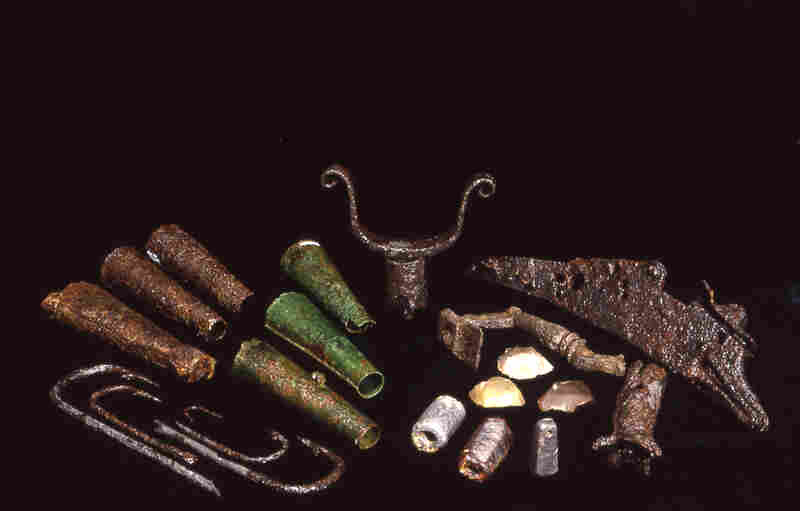 The settlers clearly had the equipment to hunt and fish for their own provisions. This included various sizes of fishing hooks, lead net sinkers, firearms and cylindrical powder containers.