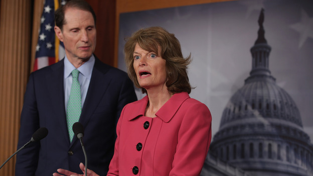 Senators Lisa Murkowski, an Alaska Republican, and Ron Wyden, an Oregon Democrat, discussing their new campaign finance legislation at an April 23, 2013 Capitol Hill news conference. (Getty Images)