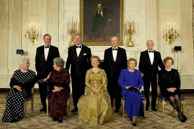 Left to right, Former President George H.W. Bush, President Clinton, former President Gerald R. Ford, and former President Jimmy Carter with first ladies, left to right, Barbara Bush, Lady Bird Johnson, Hilary Clinton, Betty Ford and Rosalyn Carter during a dinner in honor of the 200th Anniversary of the White House Thursday, Nov. 9, 2000 in Washington.
