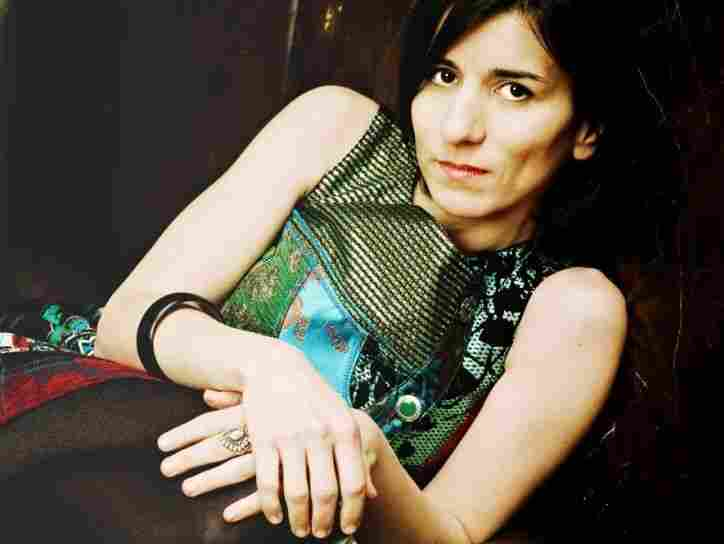 Turkish-German vocalist Esra Dalfidan sings in several languages with her band FIDAN.